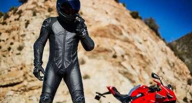 Přemýšlíte o koupi nové kombinézy na motorku?